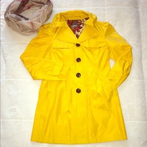 Steve Madden rain ☔️ coat size M yellow